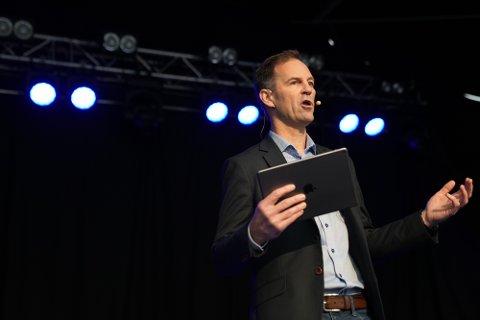 FLYTENDE HAVVIND: Konserndirektør Christian Stav i NTE sier at han ønsker å bidra til den norske energiomstillingen og satser på flytende havvind sammen med en internasjonal gigant.