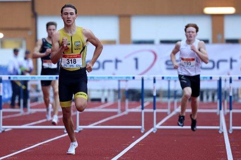 NYTT KANONLØP: Bastian Elnan Aurstad tok sølv på 400 meter fredag. Nå er han en soleklar medaljekandidat på søndagens 400 meter hekk.
