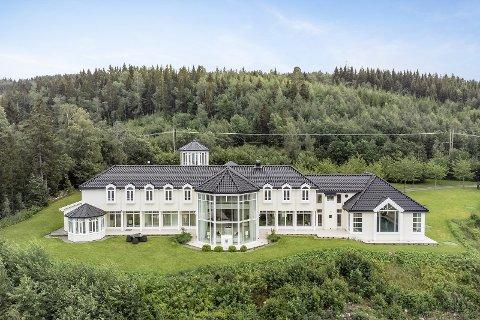 Tomta er på 4,1 mål og boligen har utsikt over Trondheimsfjorden.