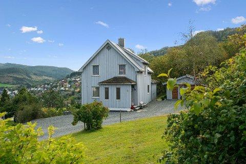 RESSEMVEGEN 6: For bare ett år siden ble huset kjøpt for 690.000 kroner. Forrige uke ble det solgt for 1,5 milloner kroner.