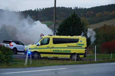 RYKKER UT: Nødetatene rykket mandag morgen ut til en overtent bolig i Røsseggvegen i Steinkjer.
