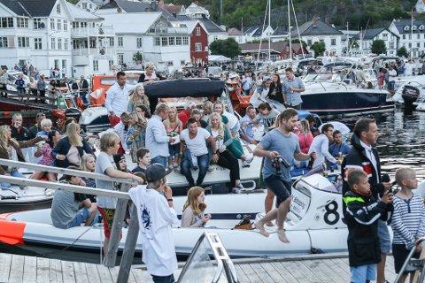 Folkefest: Det ble ingen folkefest i Tvedestrand den andre helgen i juli 2020. Men i år håper TRK på en normal sommer - og en normal sommer inkluderer regatta.