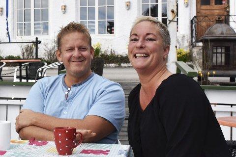 Knallgod idé: Mia Åbonde og Thomas Tangen på Vertshuset har hatt fulle hus i restauranten siden de startet kampanjen med middags-retter for en hundrings. Nå viderefører de tilbudet frem til jul, og lover at det alltid vil være én eller to retter til 100 kroner på menyen frem til da.