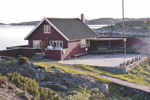 Bjorholmen: Mange har gode minner fra seilerhytta, men de siste årene har stedet stort sett vært forbeholdt en gruppe seilere. Nå ønsker Tvedestrand Mannskor å selge til private. arkivfoto