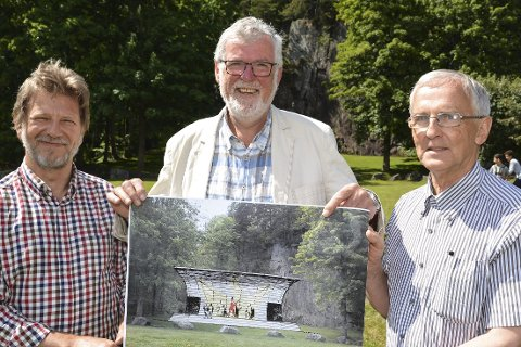 Tjennaparken: Tvedestrand mannskor, her representert ved Trygve Sjøstad Nilsen, Kjell Sjursen og martin Varden, ønsker å innviet scenen 17. mai 2017.