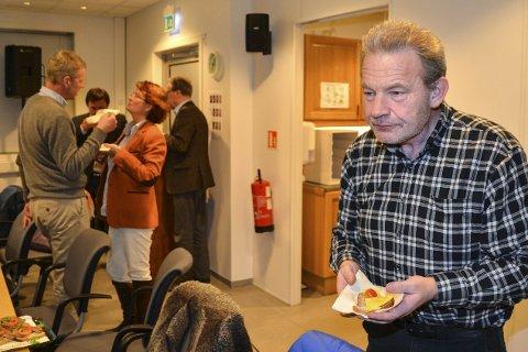 Kraftig provosert: Sveinung Lien (TTL) likte dårlig at Anne Killingmo (FrP) stilte kritiske spørsmål til Byløft-prosjektet. I bakgrunnen Killingmo i prat med Knut Aall (H). foto: marianne drivdal