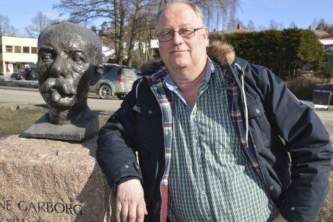 Øverste leder: Øyvind Johannesen har ikke noe spesielt sterkt forhold til Arne Garborg. Men av og til kan det være godt å ha noen å lene seg på. Da kona døde i fjor, ble familie og venner viktige støttespillere.         Foto: Marianne Drivdal