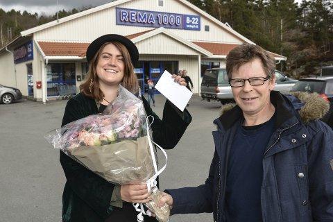 Flaks: Tor Inge Strat vant 1,8 millioner kroner på Extra-kupongen han kjøpte av Camilla Hagane på Rema 1000. Tirsdag fikk Camilla en påskjønnelse.foto: marianne drivdal
