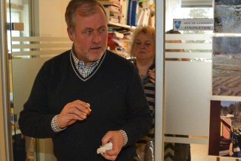 Lukket døra 2. febr.: Morten Foss og resten av formann-skapet samlet seg på et kontor for å diskutere rådmannssaken.