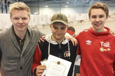 Lagseier: Erling Solberg (i midten) sammen med lagkameratene Christian Køhl og Vegard Nordhagen i Elverum rifleklubb. Privat foto