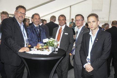 Stortingsrepresentant Svein Harberg (t.v.), Arendals-ordfører Robert C. Nordli og fylkesordfører Tellef Inge Mørland var blant de mange gjestene under den offisielle gjenåpningen av Kitron-bygget i Kilsund i dag. Foto: Øystein K. Darbo