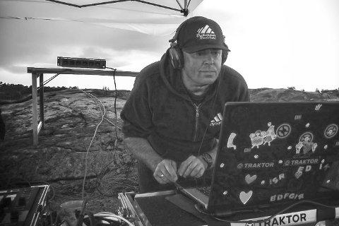 DJ clubaften: Etter gode doser disko fra DJ Kavalér og DJ ThomAce, varter DJ Oyhopper, aka Fredrik Sørvig fra Lyngør, opp med egenprodusert housemusikk.Privat foto