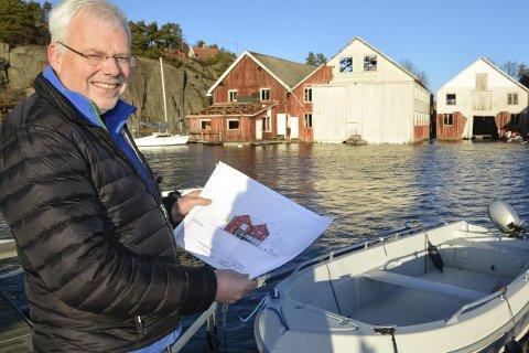 Et løft: Nå rives Lyngør båtbyggeri. I august starter arbeidet med å oppføre et kystkultursenter her, rett i sjøkanten. Det forteller Jan Marcussen. foto: marianne drivdal