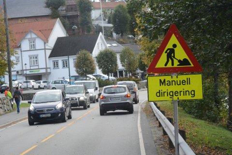 Ikke veiarbeid, men filminnspilling er årsaken til at trafikken dirigeres på Tjennsletta i ettermiddag.