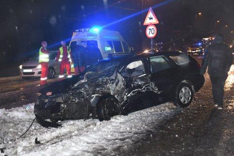 Denne bilen fikk voldsom medfart i sammenstøtet. Foto: Øystein K. Darbo