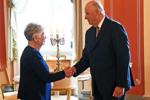 Oddveig Lauve møtte Kongen på Afternoon Tea på Slottet i oktober 2017. Samme år ble hun spesielt nevnt i Kongens nyttårstale.