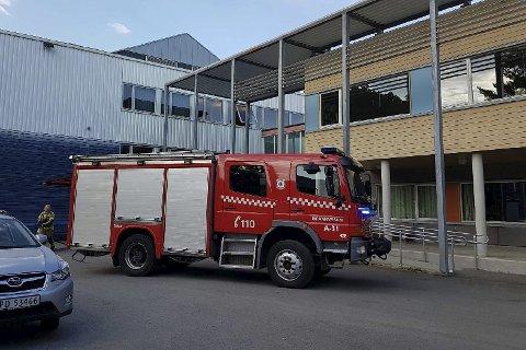 Utrykning: Østre Agder Brannvesen, avdeling Tvedestrand, rykket ut da en el-kjele begynte å brenne på Lyngmmyr skole i fjor sommer. arkivfoto