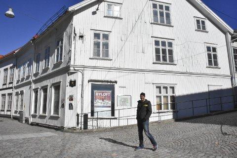 Mye å ta tak i: Lars Tore Mesel blir ikke arbeidsledig med det første. Han skal utvikle eiendomskomplekset i Hovedgata parallelt med å jobbe heltid som takstmann.Foto: Mette Urdahl