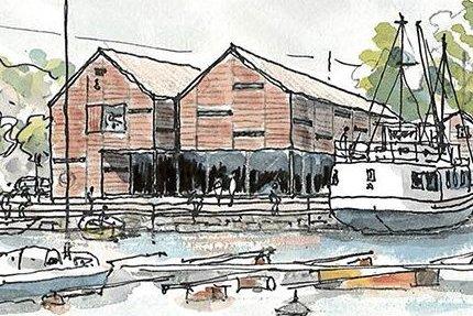 Lyngør båtbyggeri er revet. Nå skal dette bygget oppføres på tomta. Her vil det bli permanent utstillingssted for den maritime samlingen Lingard skuteminne, og Tvedstrand kommune ønsker å ha sitt velkomstsenter for Raet nasjonalpark i bygget.