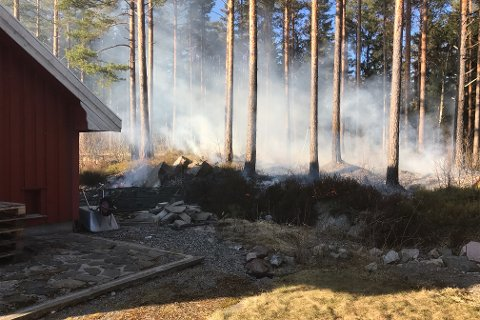 Brannutrykning til Saga på Vegårshei. (Foto: Olav Loftesnes)