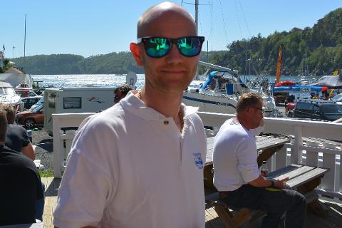 Hyppig bruk av solkrem hindret ikke racesjef Axel Dalen i å få en øm isse.
