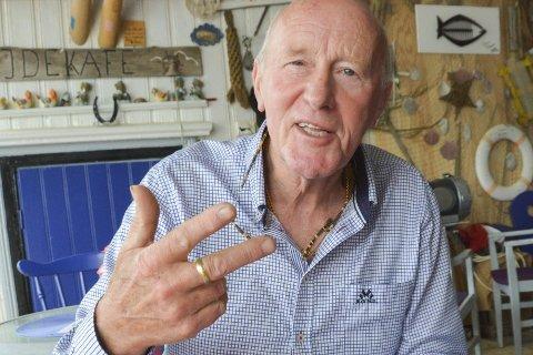 Staubø Kultursenter: Eldrup Hansen (77) utgjør fortsatt hele betjeningen på kultursenteret. - Jeg har ikke råd til å ansette noen. Men jeg er iallfall fagorganisert, og har en avtalefestet pause! ler han.Arkivfoto