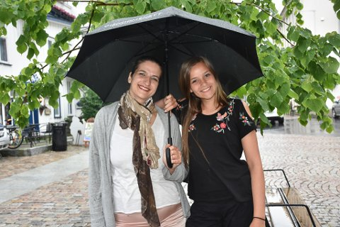 Mor og datter er med i oppsetningen i Fjæreheia i sommer.