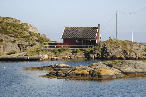 Seilerhytta: Lørdag kan du både spise helgrillet gris på Bjorholmen, og høre både Tvedestrand Mannskor og Jonas Alaska.