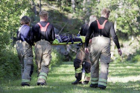 Brannøvelse: Under øvelsen på Risøya mandag ble en person meldt savnet, og flere skadde lå i terrenget. Disse måtte fraktes i sikkerhet. foto: Fredrik Fornes