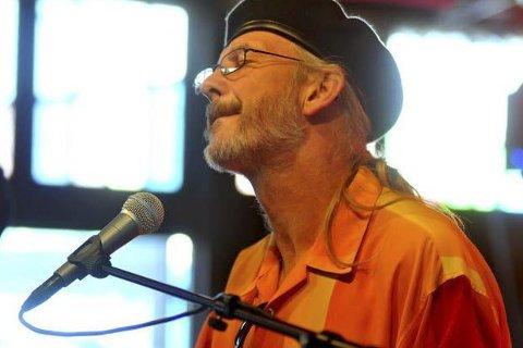 Museumshaven: En av landets største bluesartister, Reidar Larsen, kommer til Tvedestrand onsdag. Med seg har han gitarist Arne Skage. Foto: Torbjørn Foss