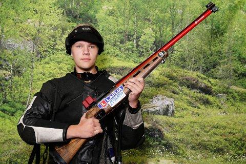 19 år gamle Lars Kristian Solheim skjøt meget bra Landskytterstevnet i Førde.  Foto: DFS.