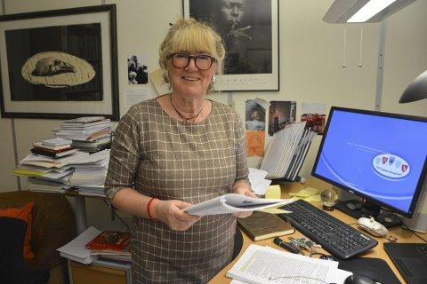 Skolesjef i Tvedestrand, Elisabet Christiansen gleder seg over den positive utviklingen i 10. klassingenes karakterer. Arkivfoto