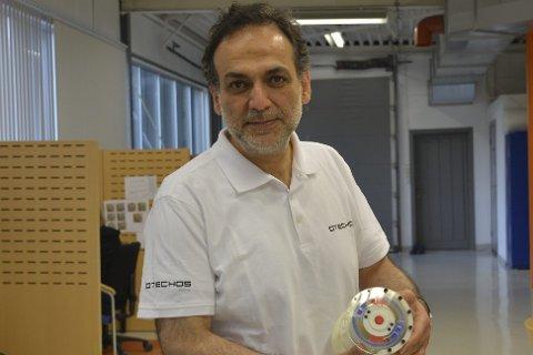 Forutseende: Professor Akbar Ghafourian skjønte med en gang hvilke utfordringer som ventet, da han ble presentert for den nye teknologien. Foto: Olav Loftesnes