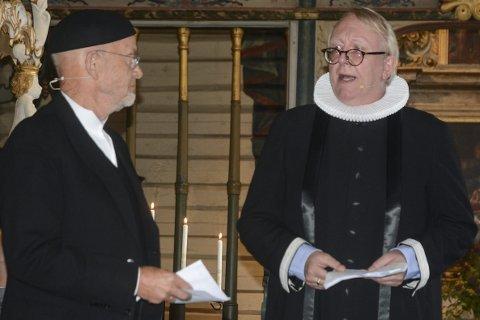 Skuespillere: Tore Lileholt og Birger Eggen spilte hovedpersonene i tablået som ble fremført kirken. Foto: Øystein K. Darbo