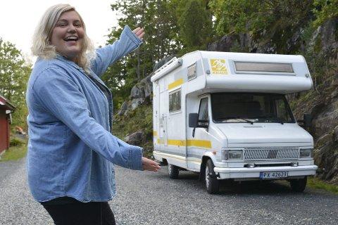 Sara Vågsmyr: Har brukt ett år på å planlegge og spare penger til Norge-på-langs-turen. Onsdag tok hun lappen, og nå er hun endelig klar til å dra. Foto: Olav Loftesnes