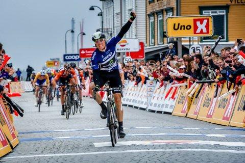 Edvald Boasson Hagen: Vant sammenlagt i årets Tour de Fjords. Her passerer han målstreken i Stavanger. Neste år får vi kanskje få se både ham og andre toppsyklister i Tvedestrand.