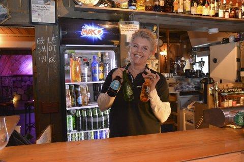 Gjerne mer uteliv: Maria Aanby har drevet Dags Pub i mange år, og klager ikke på besøket, selv om det er januar. Men hun synes det er dumt at ikke flere steder har helgeåpent, for å få flere folk ut på byen i Tvedestrand, i stedet for at de går til Arendal.Arkivfoto