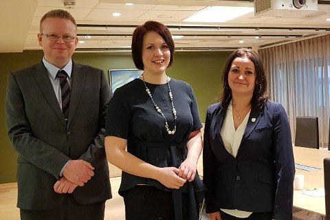 FRP-trio: Lokallagsleder Yngve Monrad, stortingsrepresentant Åshild Bruun-Gundersen og statssekretær Veronica Pedersen Åsheim.