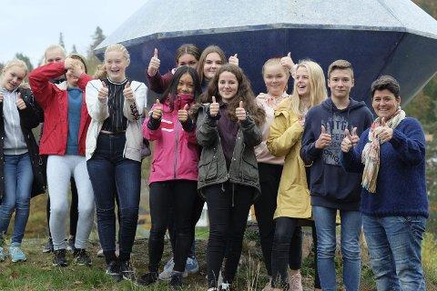 Nærmer seg tur: Niendeklassingene på Lyngmyr skole ser frem til Polen-turen, og gjør selv en innsats for å få økonomien på plass. Mye dugnadsjobbing må til før de er i mål. Foto: Siri Fossing