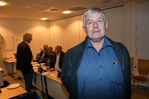Lederen av Kontrollutvalget: Svein Hansen (Ap) mener det kan virke som om enkelte i kommunen ikke har den kunnskapen som trengs i forhold til anskaffelser.