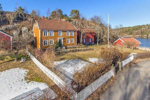 Bjarne Bjorvatn og kona måtte vente i nesten tre år før de fant de rette kjøperne til prakteiendommen på Narestø.