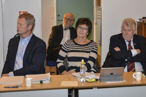 Striden i Høyre hadde pågått lenge da lokallagsstyret og kommunestyregruppa i januar bestemte seg for å suspendere Aall. Fv  Knut Aall, Marianne Landaas og Ole Goderstad (som utgjorde Høyres kommunestyregruppe)