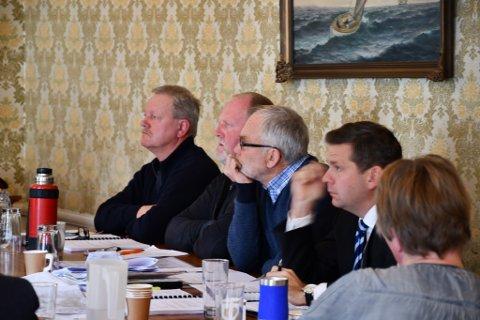 Utbyggerne har måttet kjempe for veirett i to rettsinstanser. Her fra lagmannsrettens forhandlinger på rådhuset i oktober. Fv Vidar Knutsen, Kristian Knutsen, Asbjørn Aanonsen og deres advokat Ole Magnus Heimdal.
