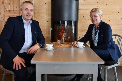 Ønsker flere eiere: Leder for marked Jan Birger Stebekk og banksjef Nina Holte i den nyfusjonerte sparebanken.
