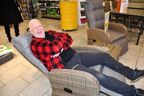 Frank Rørvik fra Rørkiltoppen i Tvedestrand er inne på Felleskjøpet på oppdrag fra kona.