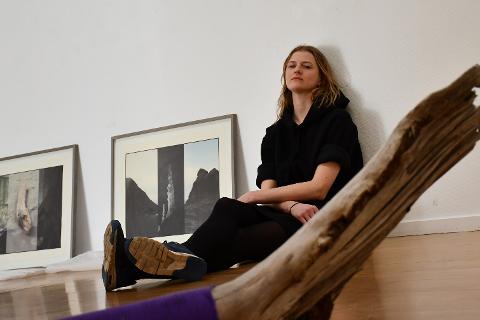 Rima Otilia Qvale bor i Tvedestrand, og har atelier i Risør Kunstpark.