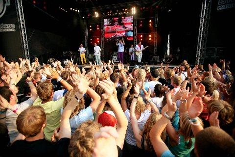 Stemning: Mange ungdommer samles til de store konsertene på Skjærgårds Music & Mission hvert år. I år har det kommet to klager på for høy musikk.Arkivfoto