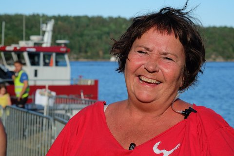 Glad: Siw Johannessen var fornøyd da folk strømmet til konsertene på Furøya. Båttransporten hjem lørdag kveld gikk også mye bedre enn i fjor.