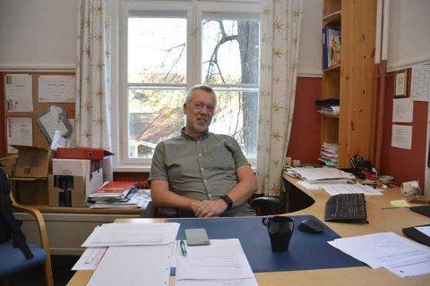 Rektor John Johansen ved Tvedestrand Skole er glad for at alle elevene møtte til skolestart i år.