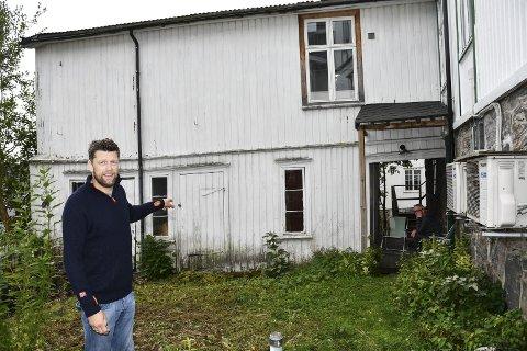 Vil renovere: Dette tilbygget, som i dag står tomt, ønsker Haakon Os å oppgradere og bruke til en leilighet på 40 kvadratmeter. Han reagerer på at dette utløser et krav om parkeringsplass, eller innbetaling av 160.000 kr på kommunens parkeringsfond.